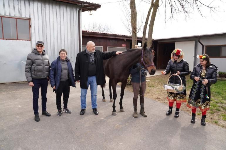 Кралев и Йорданов в конната база в село Сандрово