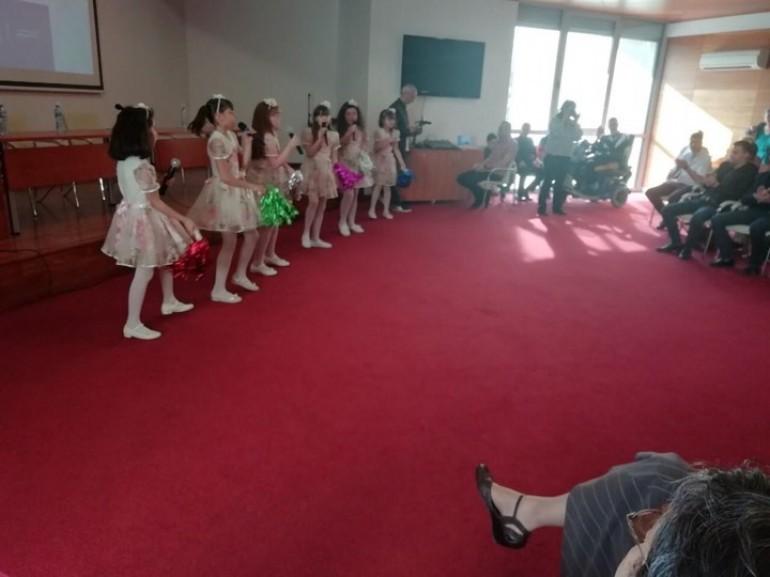 Деца под строй на предизборна среща на БСП в Харманли